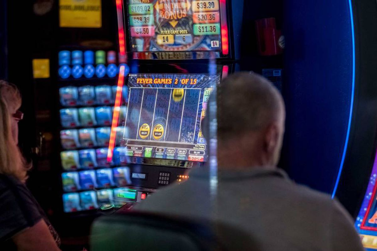 il video gaming parlors and cafes near me